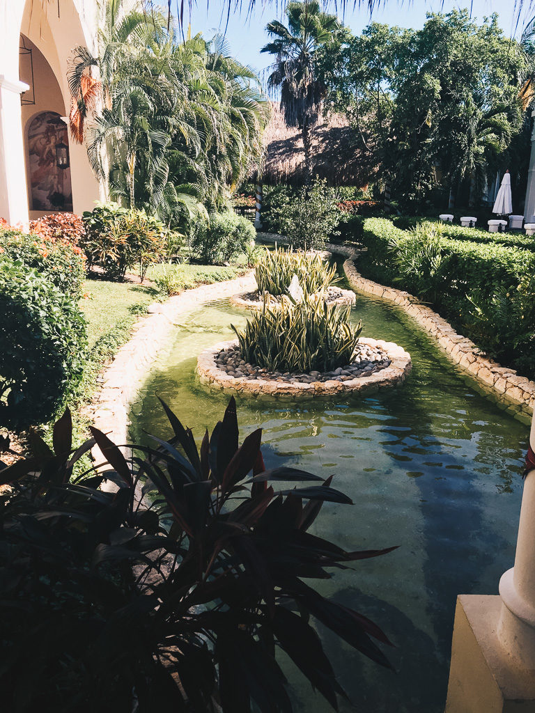 the grounds at Valentin Imperial Maya