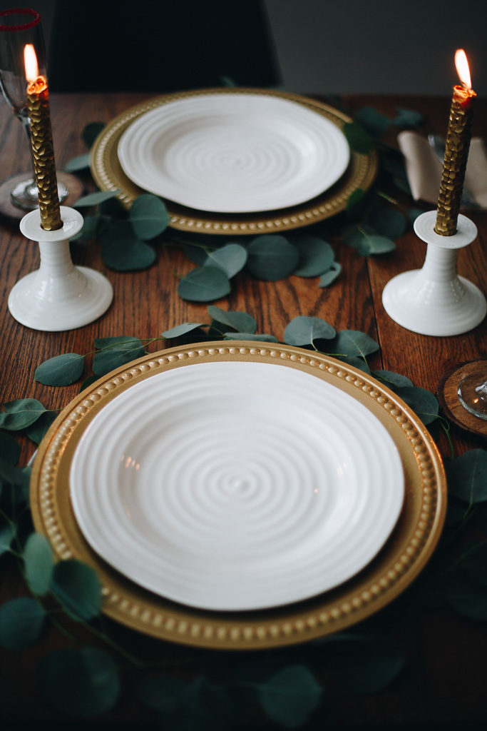 gold chargers, white china, gold candlesticks